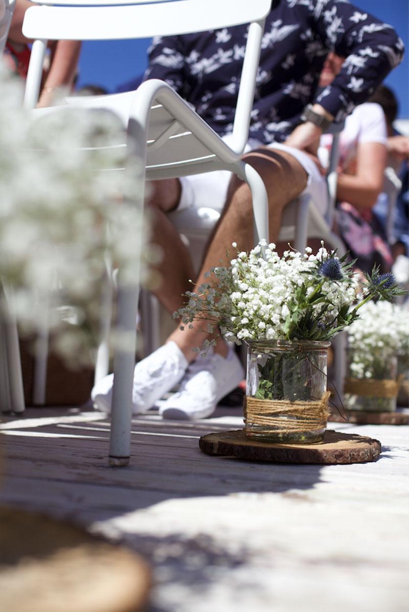 Décoration de mariage en gypsophile au style champêtre, chic et simple.