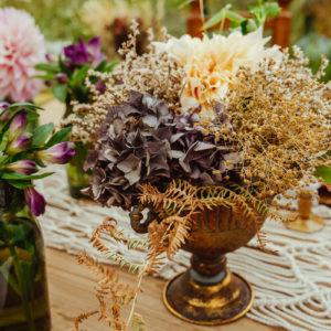 Décoration De Mariage En Hortensia Et Composition Florale En Fleurs Séchées De Réception Chic Bohème.