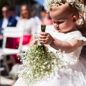 Mariage Au Pays Basque Avec La Fleur Blanche De Gypsophile Pour Un Bouquet.