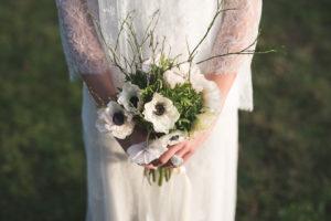 Bouquet De Mariée Blanc Et Vert De Mariage En Hiver.
