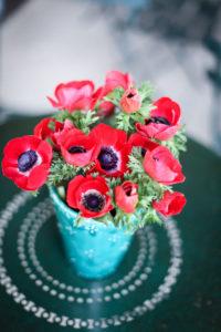 Bouquet De Fleurs Rouges Romantique Et Chic.