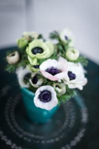 Bouquet De Fleurs Blanches De Mariage à Noël En Hiver.