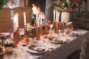 Centre De Table à Noël Chic Et Original En Fleur Sur Le Thème Cuivre.