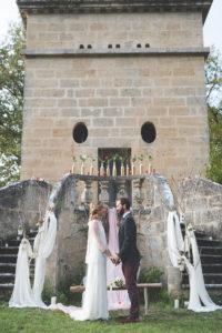 Décoration De Cérémonie De Mariage En Hiver Dans Un Jardin En Extérieur.