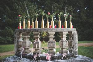 Extérieur Avec Bouquet, Fleurs, Bougies Et Bouteilles De Déco Pour Noël.