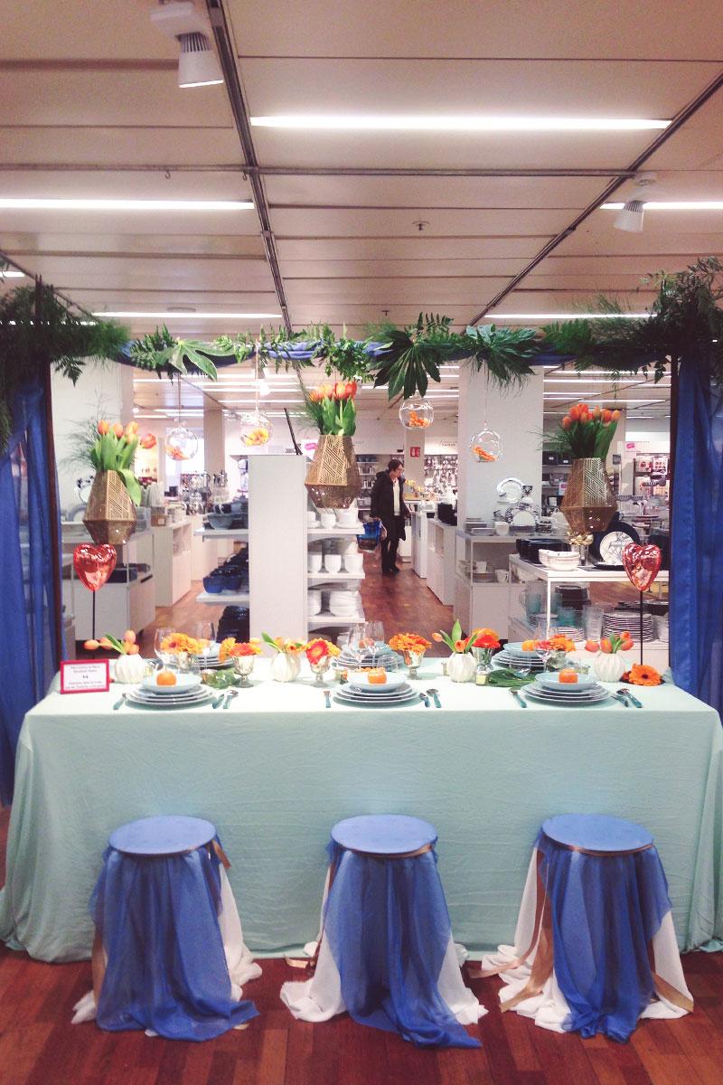 Décoration de magasin des galeries lafayette de la ville de Bordeaux avec des bouquets et fleurs au rayon mariage.