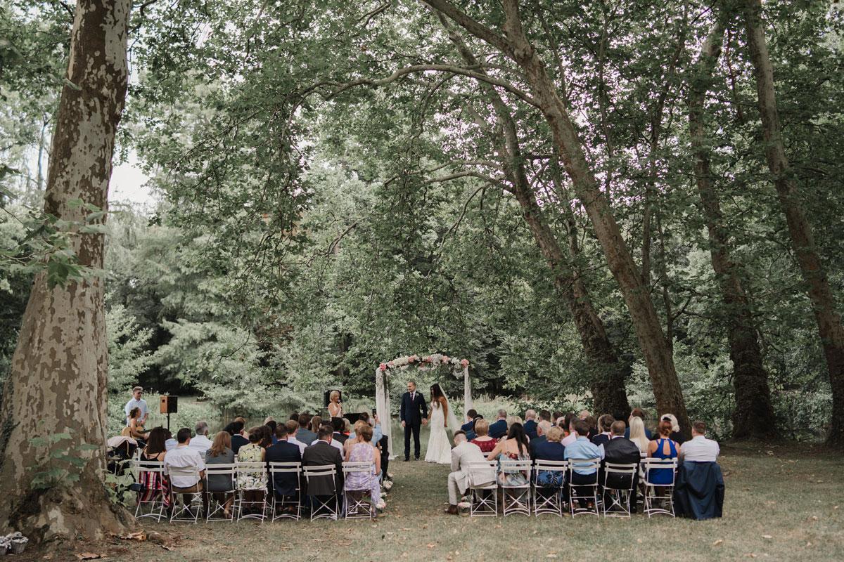 Cérémonie et déco de mariage en forêt.