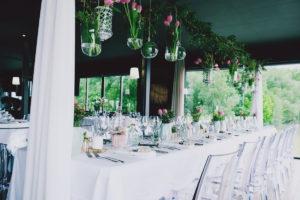 Déco Originale Et Romantique De Mariage En Automne Au Restaurant Du Sud Ouest.