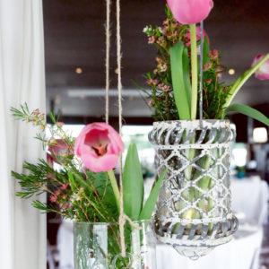 Tulipe En Suspension Pour Une Déco Romantique à La Maison Du Fleuve En Gironde.