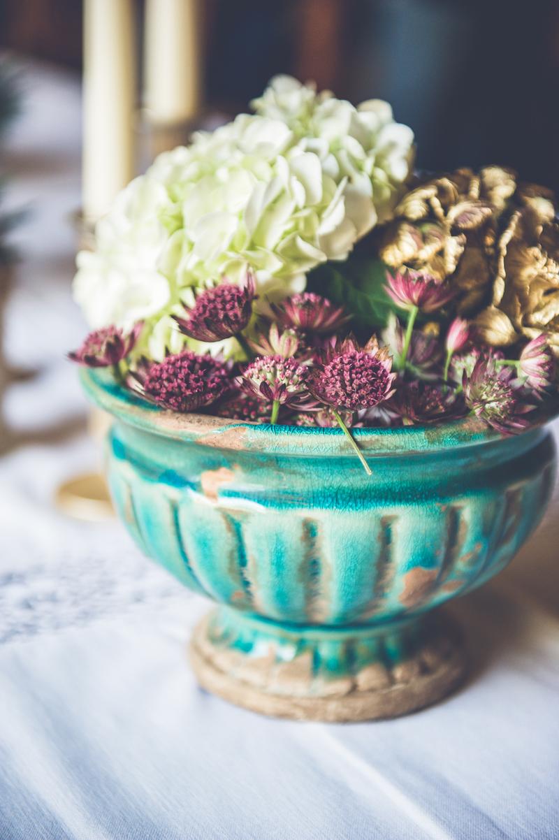 La fleur astrance violette en bouquet de décoration champêtre chic de mariage et événement.