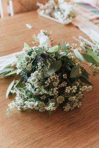 Bouquet De Mariée Simple, Chic Et Rustique Avec La Fleur Blanche D'astrance.