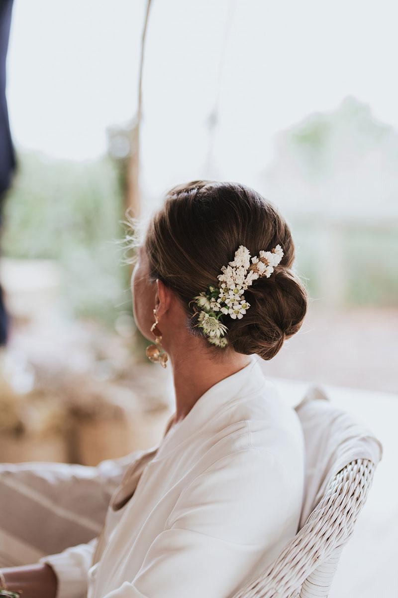 Peigne de mariée en astrance et fleurs séchées pour mariage bohème champêtre.