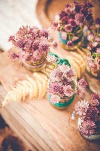La Fleur Astrance Violette En Bouquet De Décoration Bohème Rustique De Mariage Et événement.