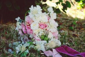 Bouquet De Mariée En Astrance Et Fleur Champêtre Chic De Mariage.