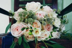 Bouquet De Mariée Sublime En Astrance Et Fleurs Champêtres.