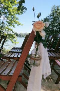 Bout De Banc En Fleurs Avec La Rose De Mariage Au Pays Basque.