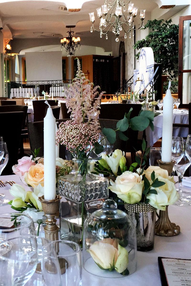 Fleurs pour un mariage au Pays Basque à Anglet en composition florale romantique et champêtre.