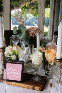 Décoration De Salle De Réception En Fleurs De Mariage Au Pays Basque Avec Des Roses Et Eucalyptus.
