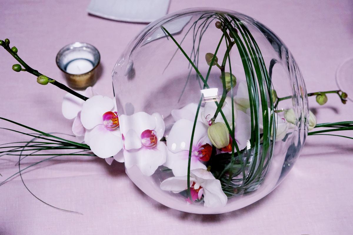Centre de table style romantique avec du flexiglass.