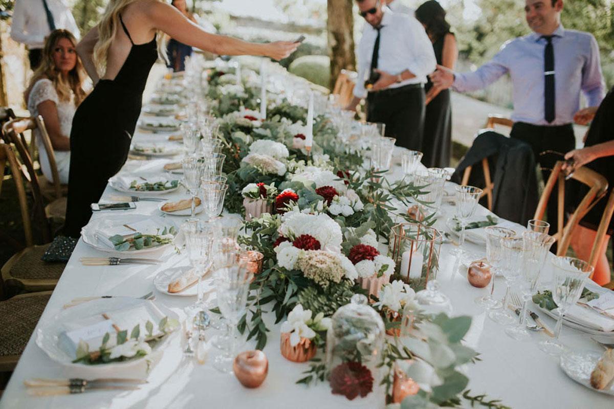 Métier de fleuriste freelance pour devenir décoratrice événementielle de mariage et réception.