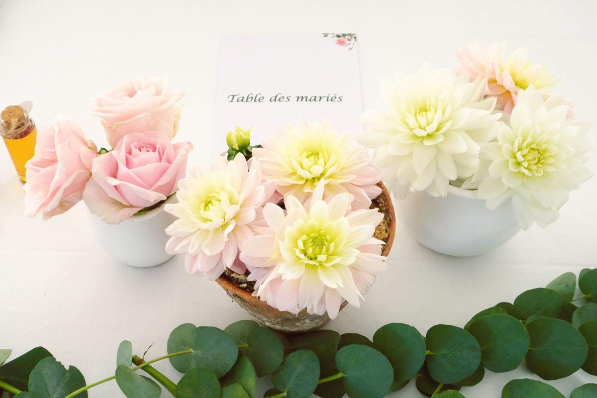 Déco de mariage pastel en fleurs champêtre et bohème de couleurs douces.