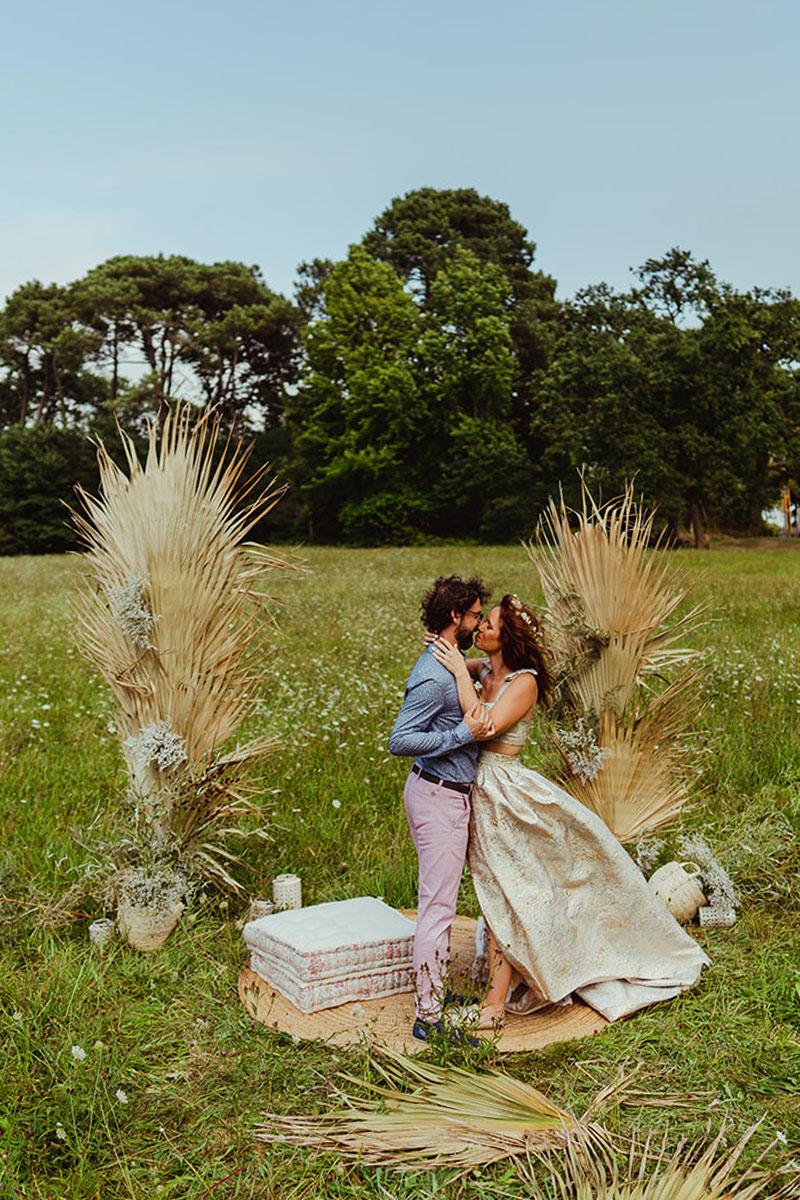 Tendance et déco de mariage en 2022 en inspiration et couleurs au thème bohème chic et fleurs séchées.