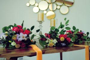 Bouquets De Fleurs Dans La Salle De Réception Du Château De L'Hospital.