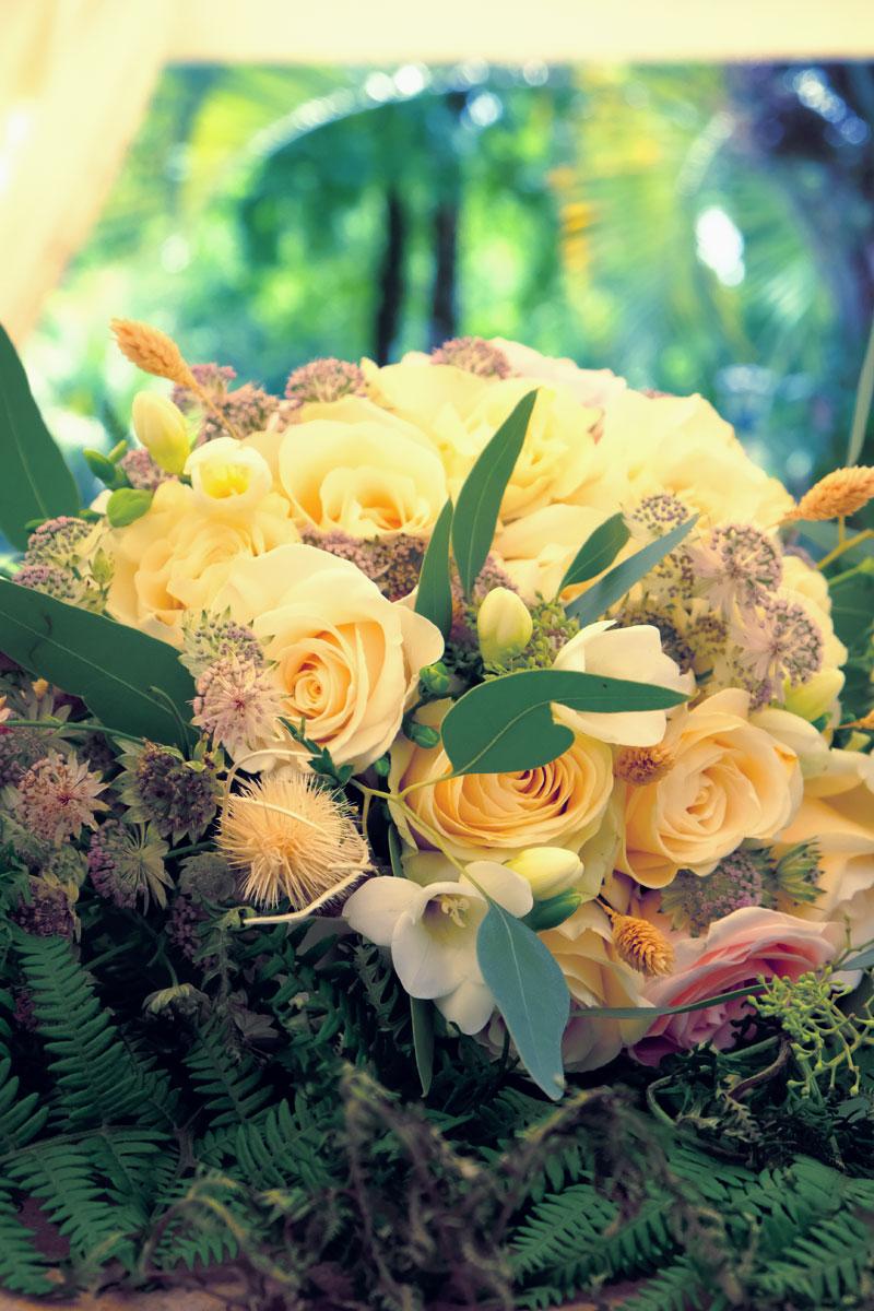 Bouquet de mariée en rose, astrance et eucalyptus.