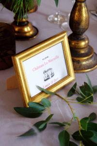 Cadre Et Nom Des Tables De Déco De Mariage à L'ambiance Bohème Champêtre.
