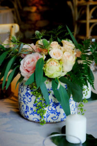 Bouquet De Fleurs Et Centre De Table De Mariage Au Thème Champêtre Au Château Lardier.