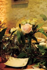 Rose Et Fleur En Bouquet De Déco De Mariage Bucolique Et Nature.