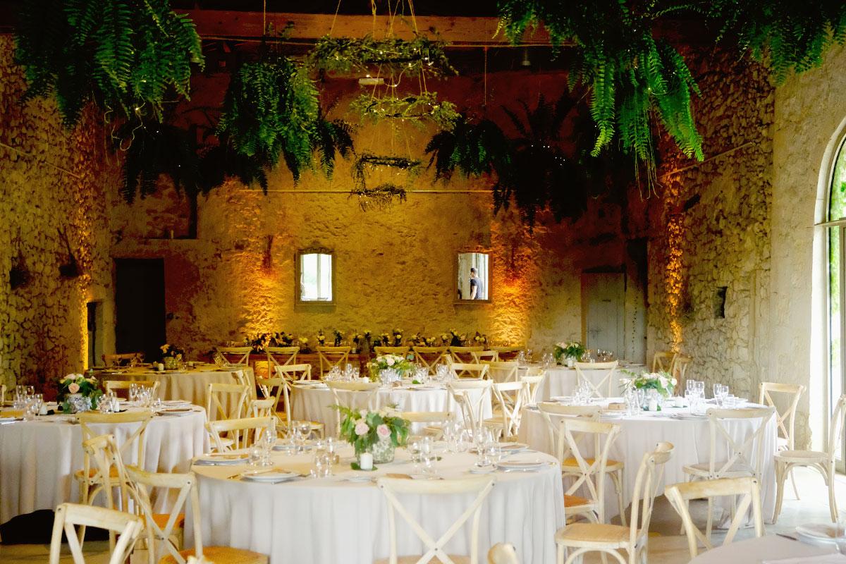 Déco de la salle de réception et grange du Château Lardier à Ruch.