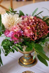 Bouquet De Fleurs De Fleuriste Et Décoratrice De Mariage Et événement Au Thème Bohème Champêtre.